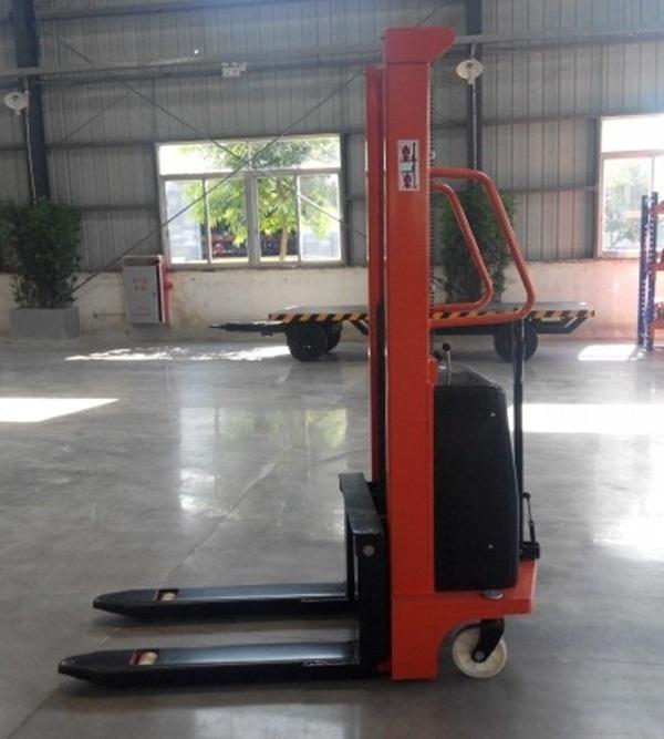 Xe nâng bán tải tự động Đài Loan có tải trọng lên đến 1500kg